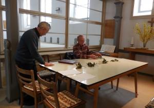 Erich Fischbeck und Dr. Dieter Fröhlich in der Kirche zu Kunrau.